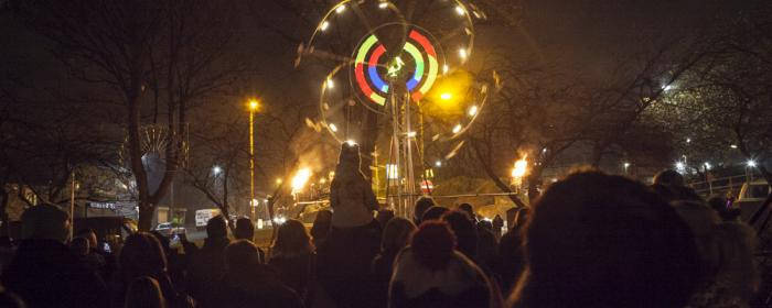 crowds watching the Momentum Wheel at HeckmondLight